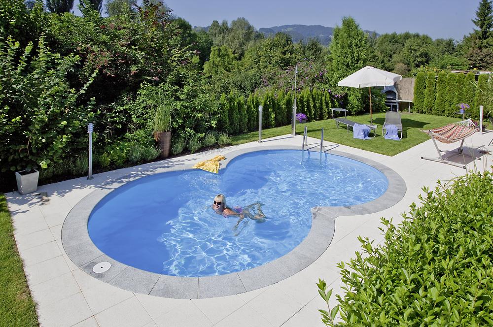 basen w ogrodzie